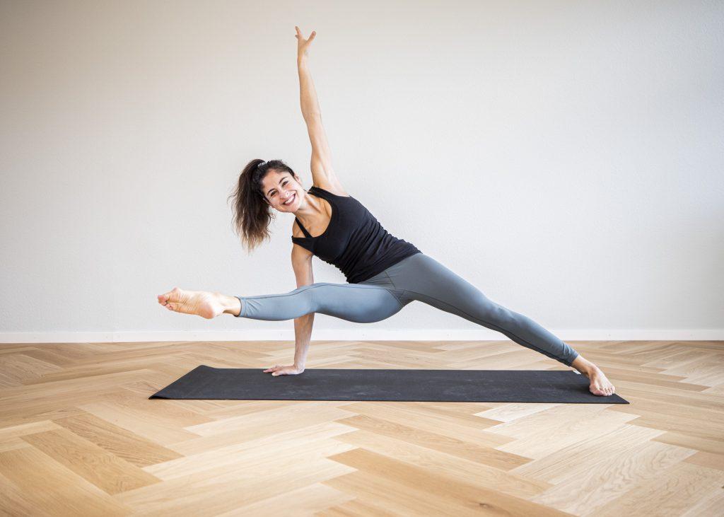 rockstar fallen trangle Yoga mit Anna Hanuman Yoga Basel Vinyasa Yoga